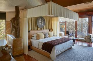 Singita Malilangwe House - Junior master suite bedroom.jpg