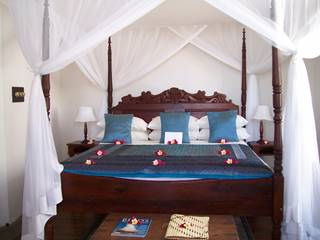 King size 4 poster bed Ibo Island Lodge.JPG (1)